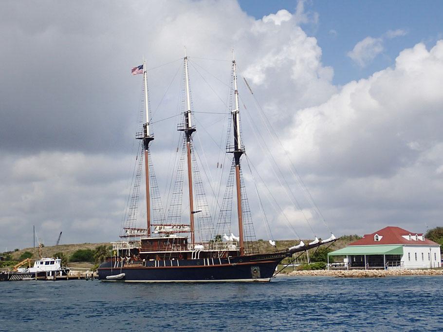 Commune Boat