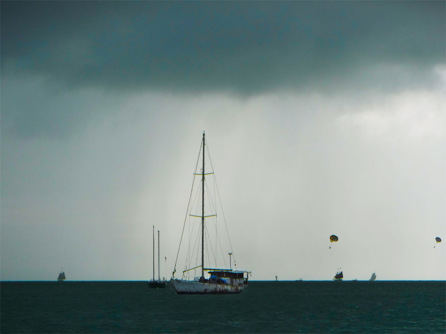 Chrismas day was a bit grey, but that didn't deter the parasailers.
