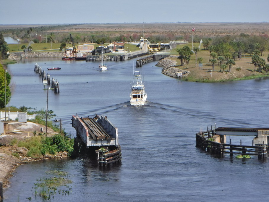 Boats entering and exiting the Lock.